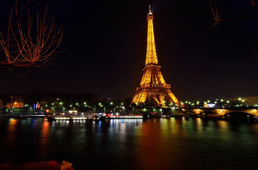 VẼ PARIS BẰNG ÁNH SÁNG